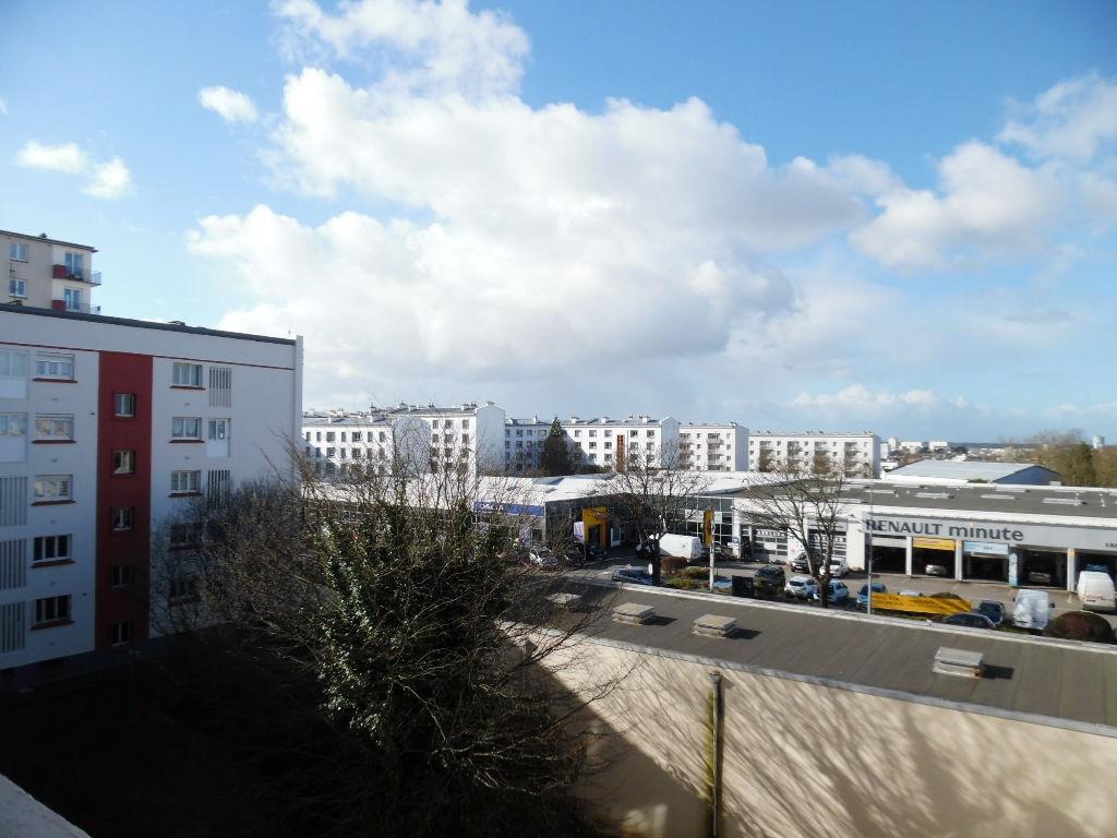 VENDU  BREST  PETIT PARIS  APPARTEMENT T3  58M²   2 CHAMBRES  DALLE BETON  GARAGE