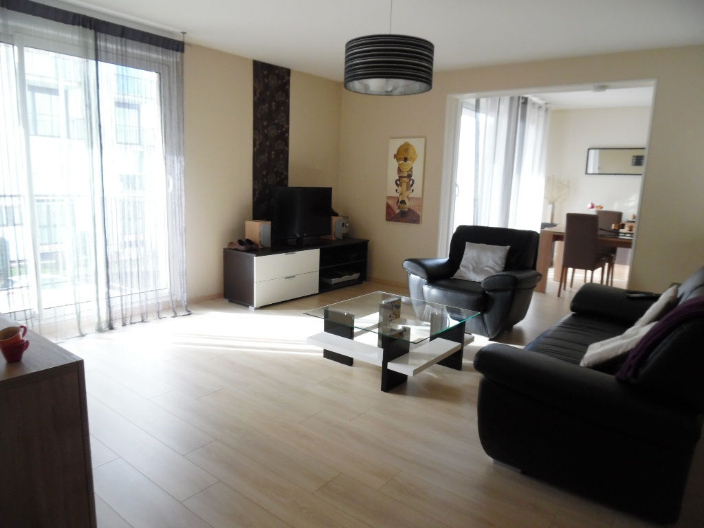 A VENDRE BREST MENEZ PAUL  APPARTEMENT TYPE 5 97M²  .3 CHAMBRES  RESIDENCE DALLE BETON  ASCENSEUR  PARKING  2 BALCONS