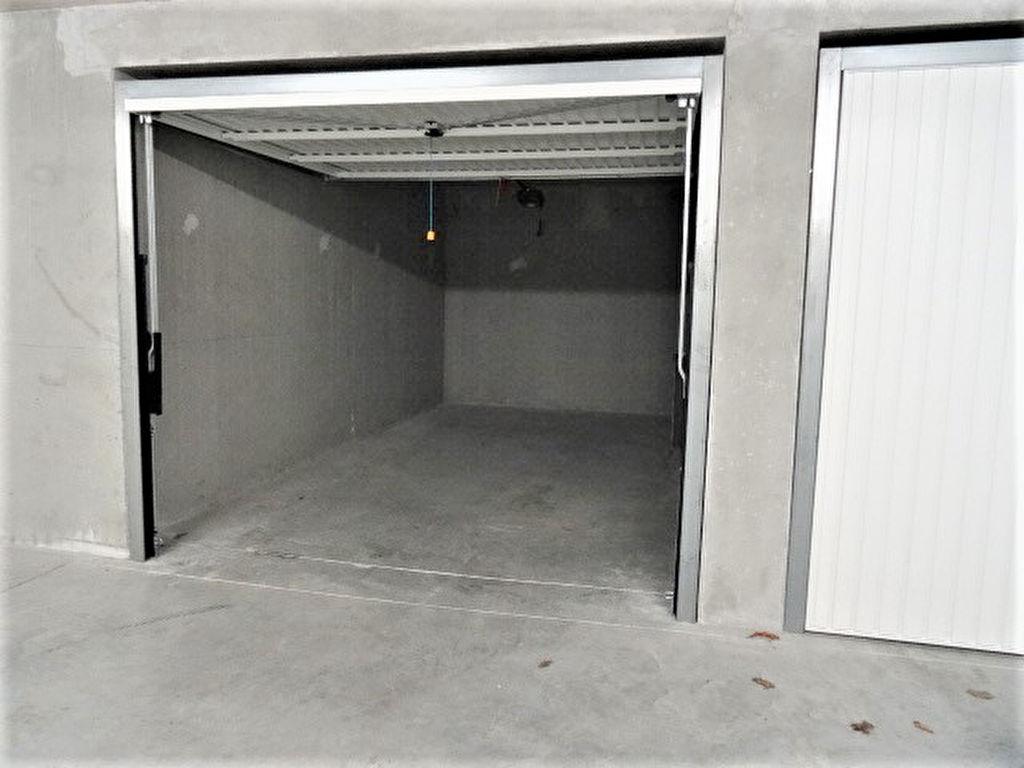 A LOUER - PLOEMEUR - CENTRE-VILLE - GARAGE/BOX FERME EN SOUS SOL -