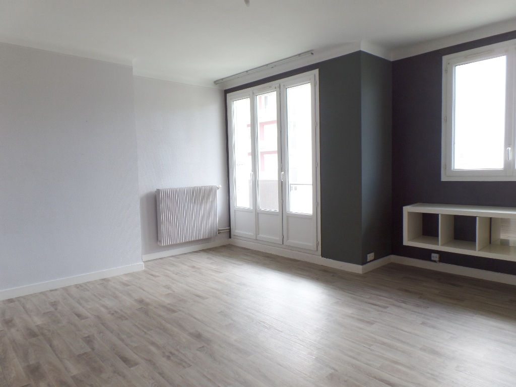 A LOUER BREST KERICHEN APPARTEMENT T2 61.91 M² BALCON PLACE DE PARKING