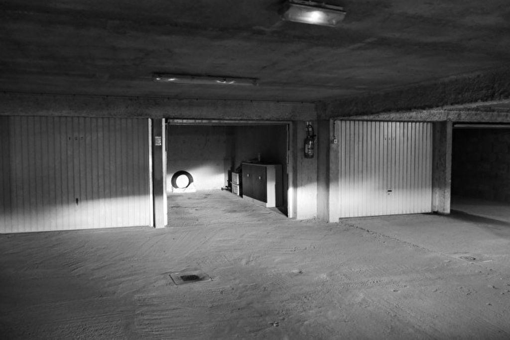 A VENDRE LORIENT CENTRE PARVIS SAINT LOUIS GARAGE de 17m² EN SOUS SOL