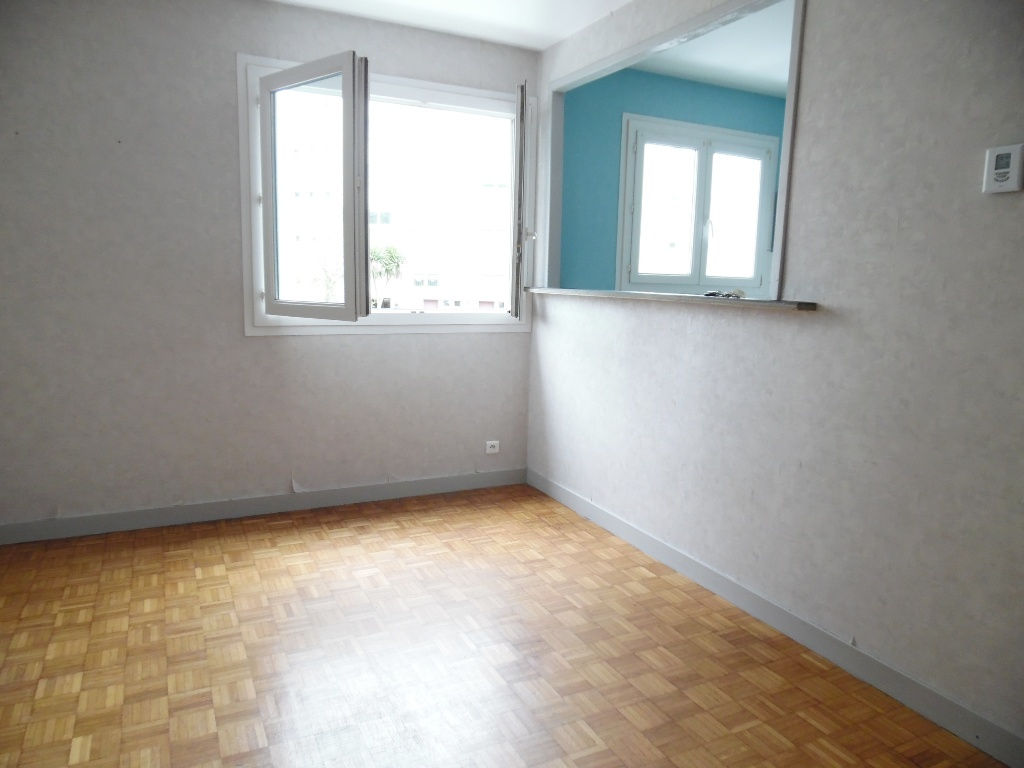 VENDU EXCLUSIVITE    BREST  PILIER ROUGE  APPARTEMENT T1 BIS  35M²  1 CHAMBRE  PARKING PRIVATIF