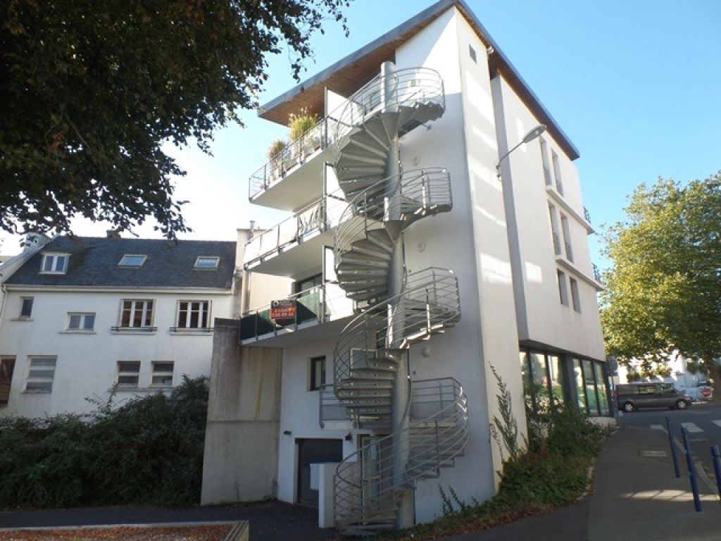 A VENDRE   BREST  SAINT MARC  APPARTEMENT T3  65.88 M²  TERRASSE  PLACE DE PARKING EN SOUS SOL