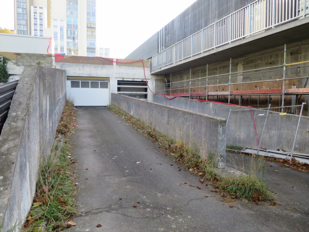 LOCATION BREST BELLEVUE GARAGE FERME DANS PARKING SECURISE
