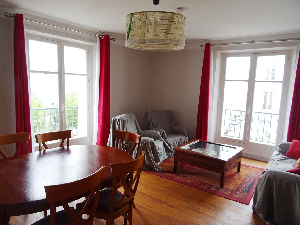 EN EXCLUSIVITE A  VENDRE  BREST  SAINT MICHEL  APPARTEMENT  T4  101  M²  3  CHAMBRES  BEAUX VOLUMES ASCENSEUR  GARAGE