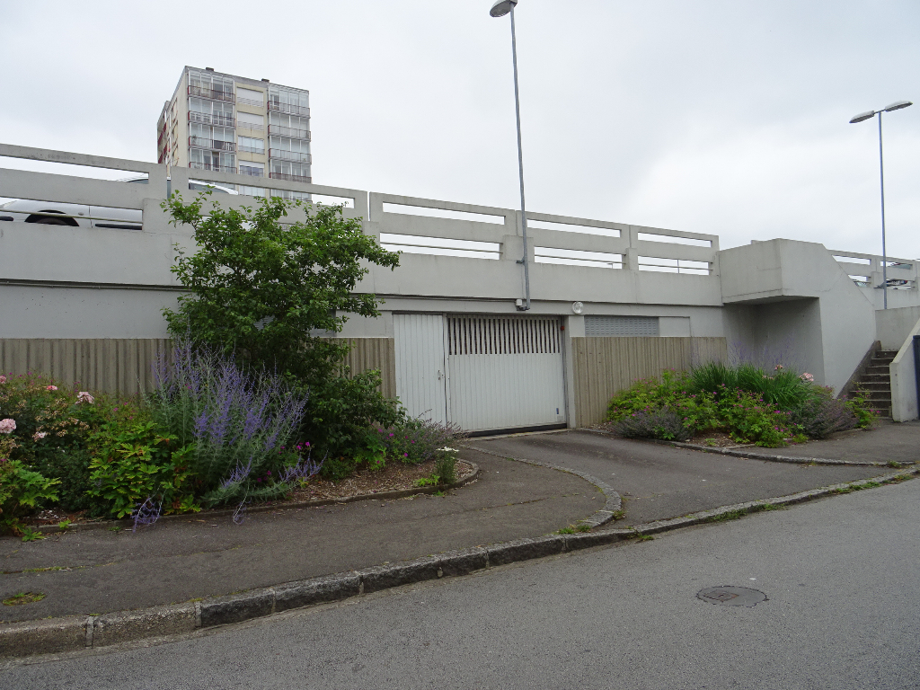 A VENDRE   BREST   BELLEVUE    PLACE DE PARKING COUVERTE    2 RUE DU LIMOUSIN