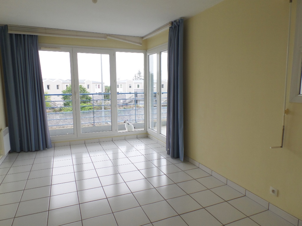 A LOUER BREST SAINT MARC STUDIO 29.32 m² TERRASSE PLACE DE PARKING PRIVATIVE