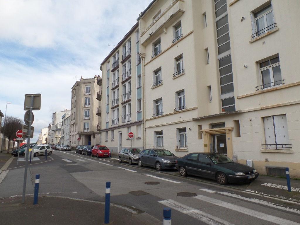 A VENDRE   BREST   FAC DE MEDECINE   LOTS DE  DEUX APPARTEMENTS T1 ET T1 BIS    22 ET 27 m² ACTUELLEMENT LOUE