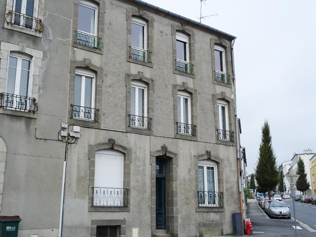 EXCLUSIVITE   A VENDRE   BREST    SAINT MICHEL    APPARTEMENT T3   67 m2  DERNIER ETAGE 2 CHAMBRES
