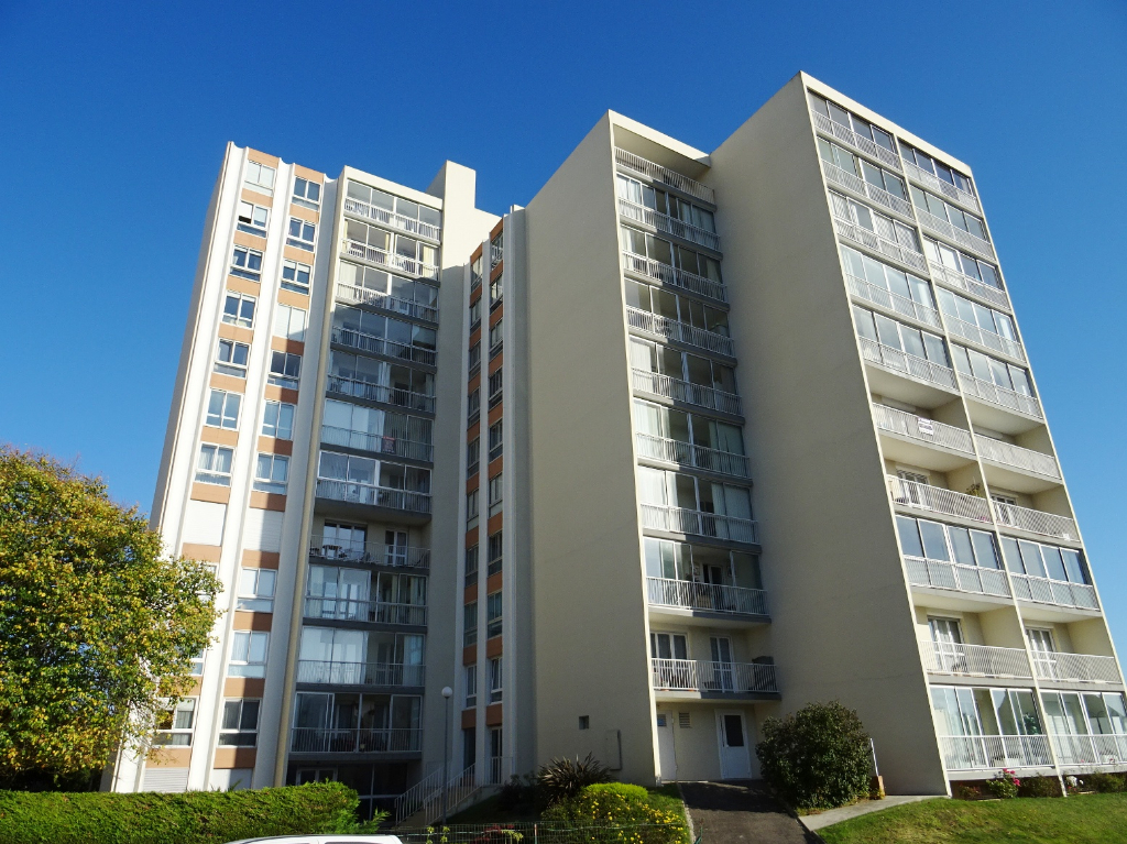 A VENDRE   BREST   GEANT    APPARTEMENT  T3   67 M²   DALLE BETON   BALCON  ASCENSEUR   PARKING PRIVE