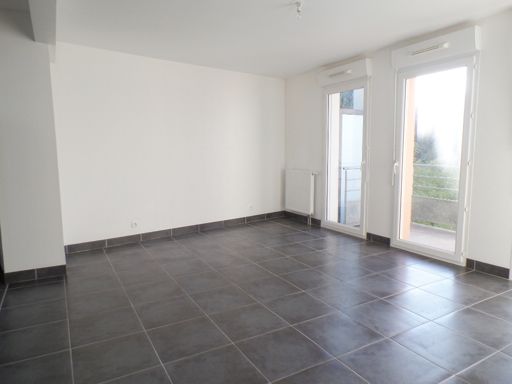 LOCATION BREST GEANT DOURJACQ APPARTEMENT T3 58M² IMMEUBLE BBC BALCON PLACE DE PARKING
