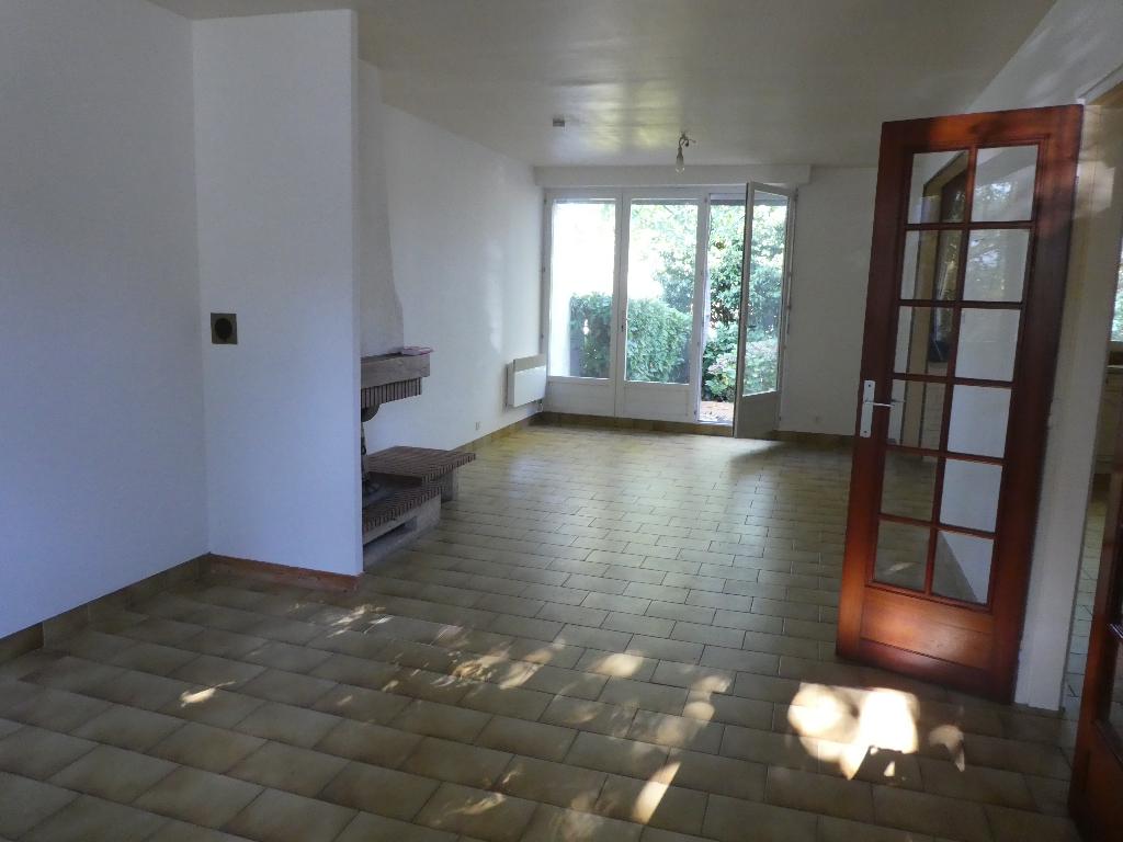 A VENDRE BREST CAVALE BLANCHE MAISON T5 de 90 m²  3 CHAMBRES SOUS SOL GARAGE