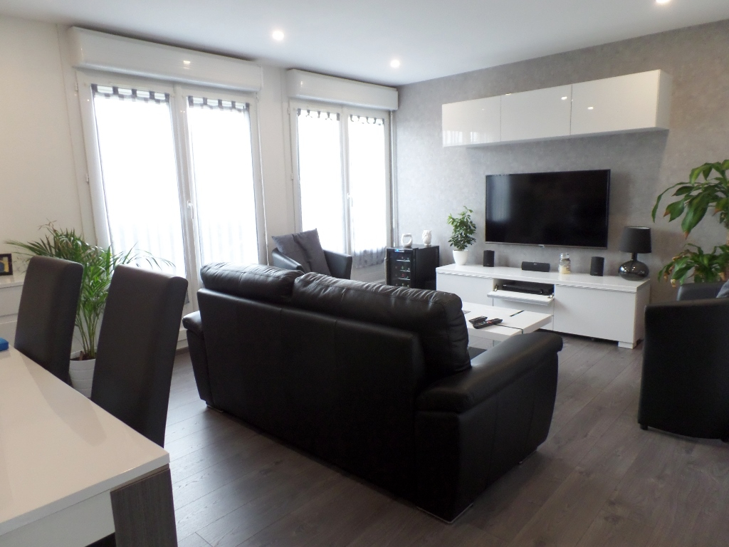 A LOUER BREST LAMBEZELLEC APPARTEMENT T3 67.88  M² BALCON PARKING PRIVATIF