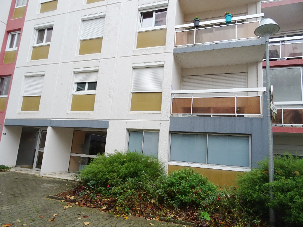 BREST  ECOLE DE COMMERCE  APPARTEMENT T5  98 M²  3 CHAMBRES BALCON  PARKING PRIVE
