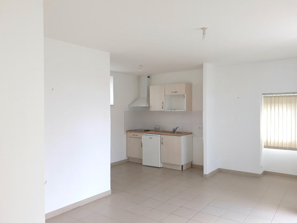 A LOUER - LORIENT KERFORN - APPARTEMENT T3 DE 52m² AU RDC AVEC PARKING