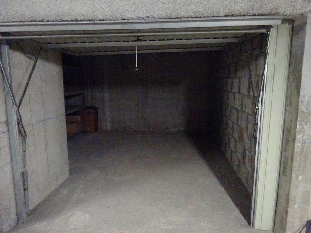A VENDRE LORIENT CENTRE PARVIS SAINT LOUIS GARAGE de 18m² EN SOUS SOL