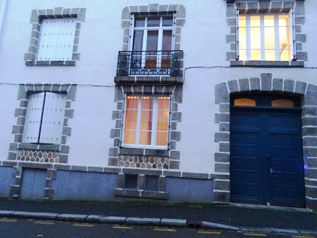 EN EXCLUSIVITE A VENDRE  BREST  CENTRE JAURES  APPARTEMENT T3  70 m2    BEAUCOUP DE CACHET