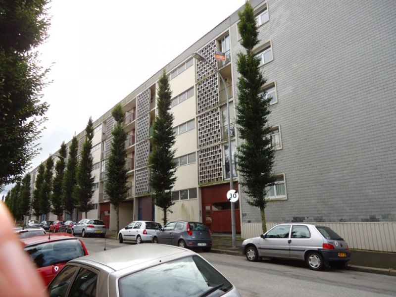 A VENDRE  BREST  SAINT MICHEL   GAMBETTA  APPARTEMENT T2 50 m²  PARKING PRIVATIF   DALLE BETON