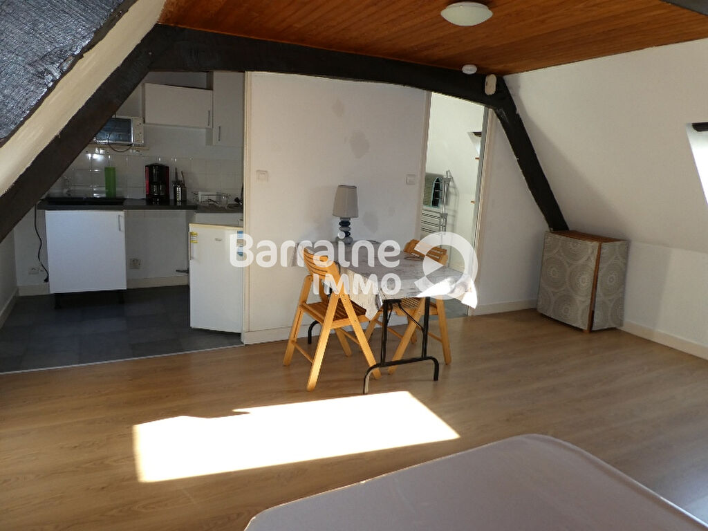 LOCATION  ST  POL  DE  LEON  CENTRE  VILLE -  STUDIO  MEUBLE  - 23.74 m²