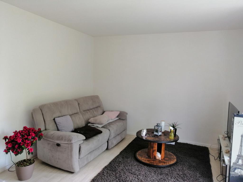 A LOUER - HENNEBONT ST CARADEC - BEL APPARTEMENT T3 DE 59M² AVEC PARKING AU 1er étage d'une petite résidence