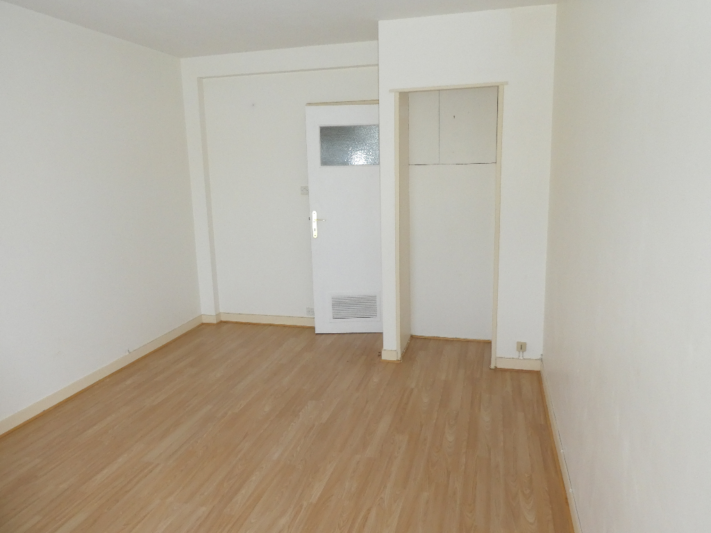 Location : appartement T3,53 m², à MORLAIX
