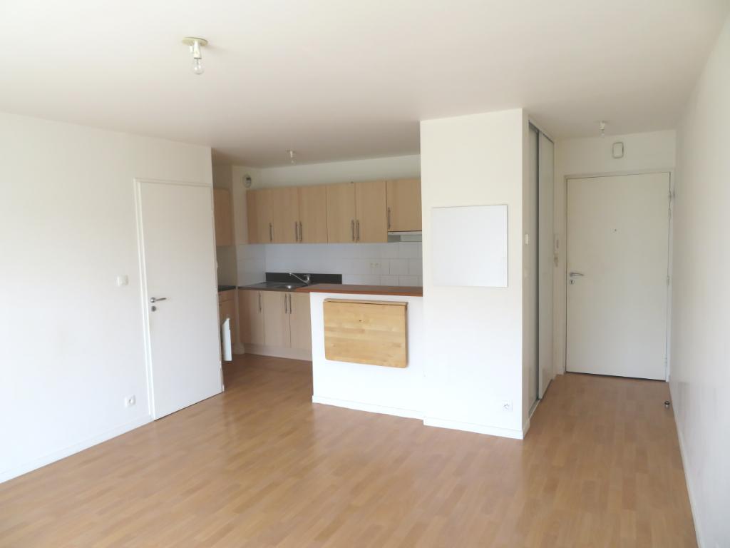 LANDIVISIAU : appartement F2 à vendre