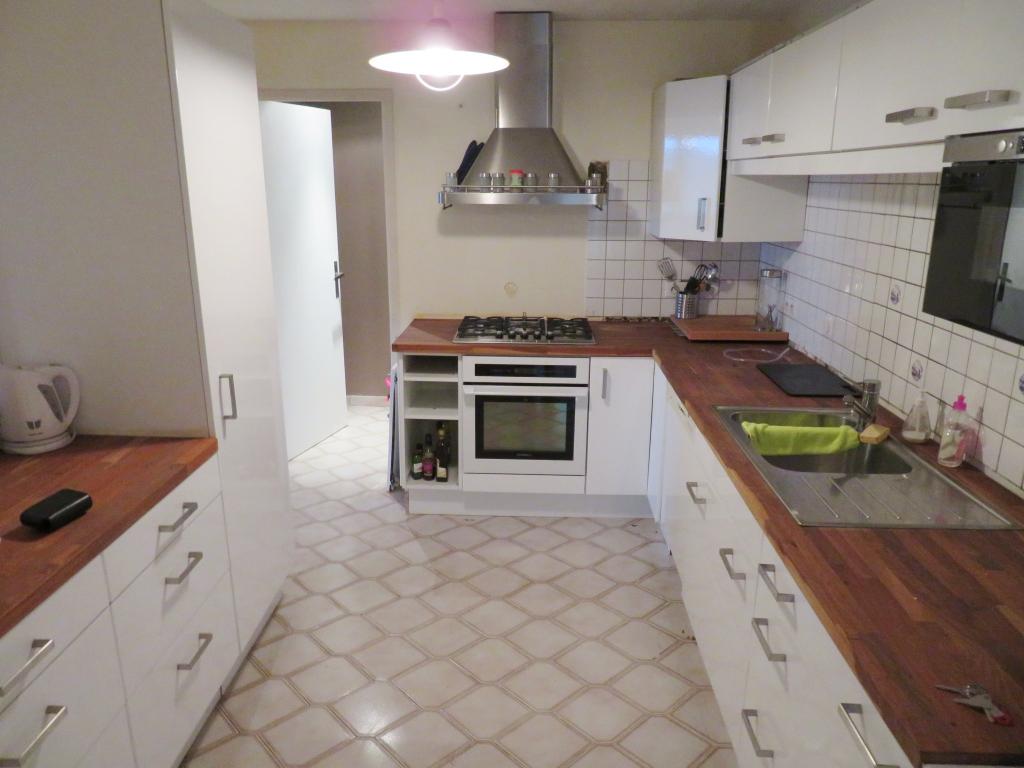 PLOUGASNOU : appartement 3 pièces,77 m², en vente
