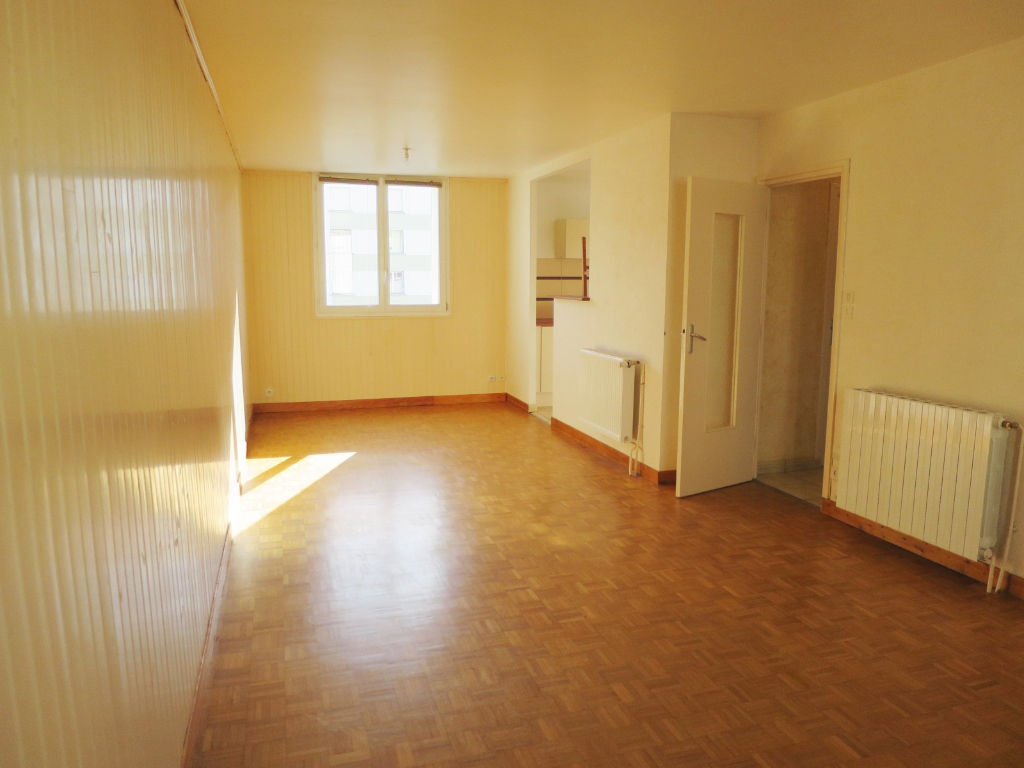 LOCATION   QUELIVERZAN   APPARTEMENT  T3   72 M²   TRES AGREABLE