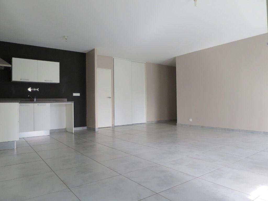 LOCATION  BREST KERINOU  APPARTEMENT T5 99,40 m2  ASCENSEUR  PARKING