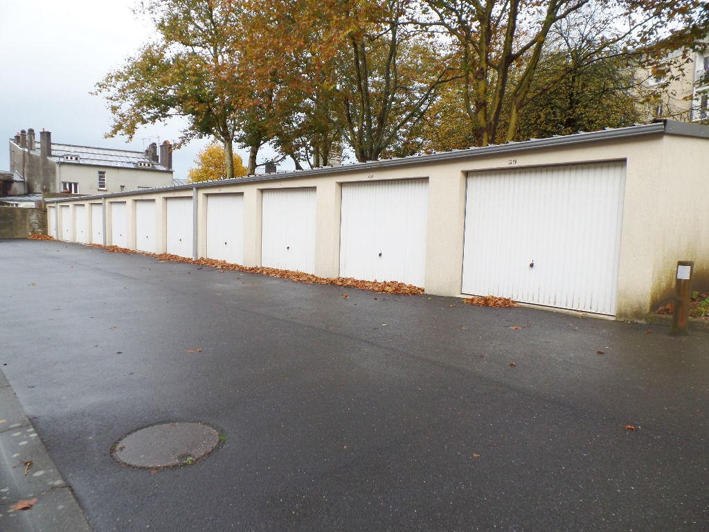 LOCATION BREST LAMBEZELLEC GARAGE FERME