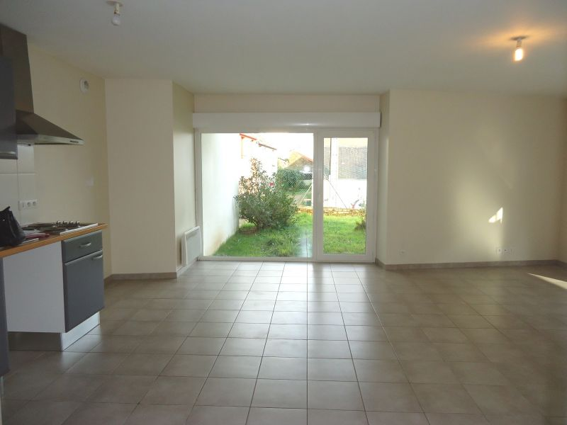 LOCATION  BREST  LAMBEZELLEC  APPARTEMENT T4  83.80 m²  JARDIN PRIVATIF