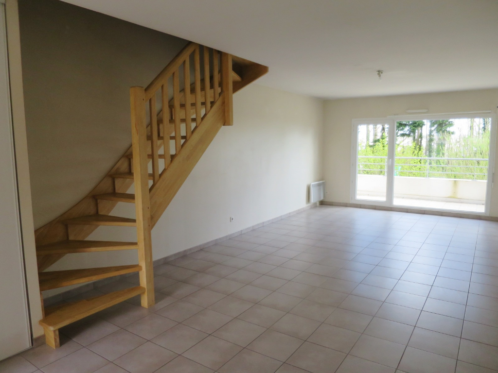 LOCATION   BREST   LAMBEZELLEC   APPARTEMENT T3 DUPLEX  66.47 M²   RESIDENCE CALME ET RECENTE    DEUX PLACES DE PARKING