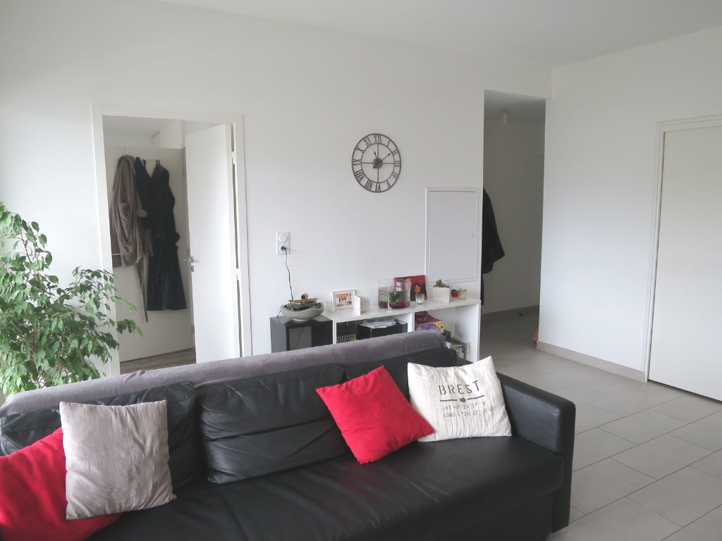 LOCATION BREST STRASBOURG APPARTEMENT T2 44.72M² RESIDENCE RECENTE TERRASSE PARKING