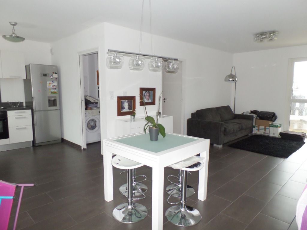 LOCATION  BREST PLACE DE STRASBOURG  APPARTEMENT T3  68,70 m2  ASCENSEUR  PARKING  GRAND BALCON IMMEUBLE BBC