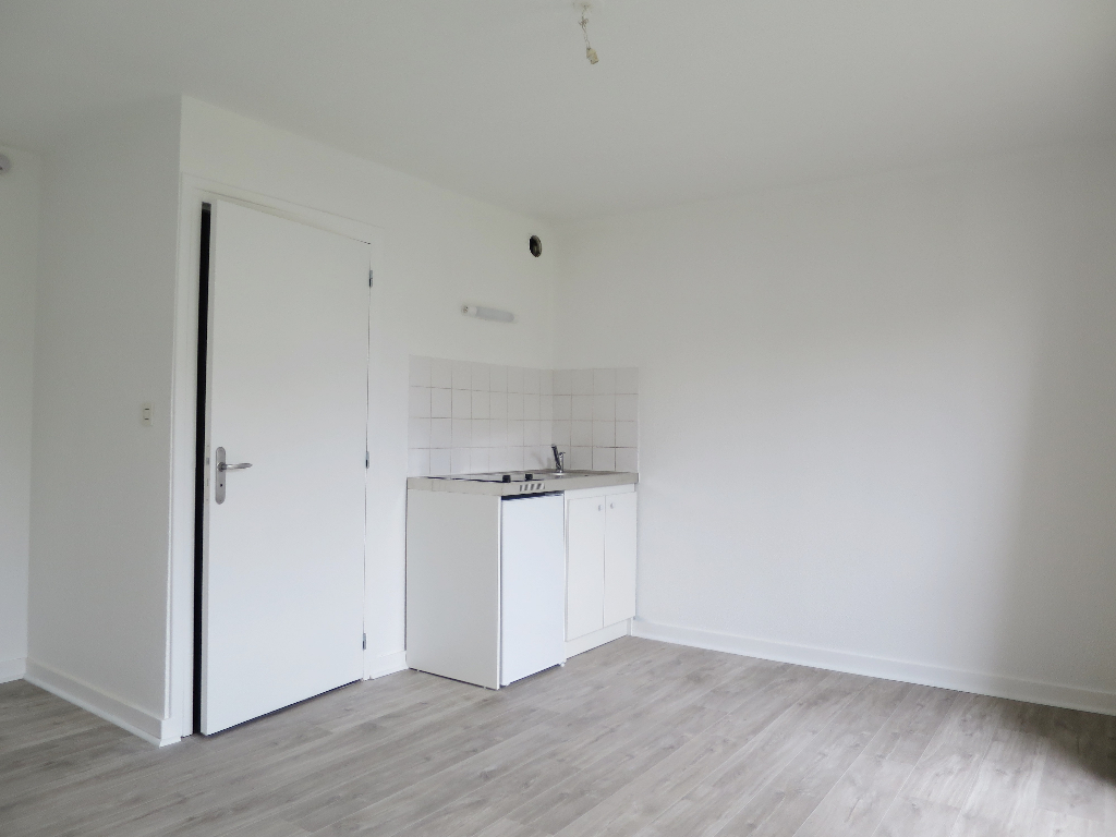 BREST RED PILLAR LOCATION STUDIO FURNISHED 18 SQM NEAR DOWNTOWN PARKING AND TRAM""