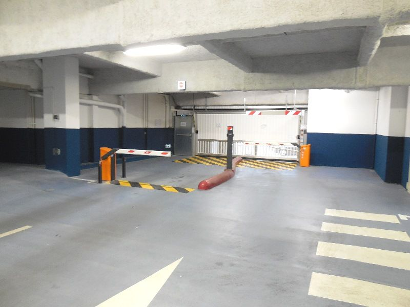 A VENDRE  BREST  CENTRE SIAM  PLACE DE PARKING SOUTERRAIN  5.24M X 2.55M