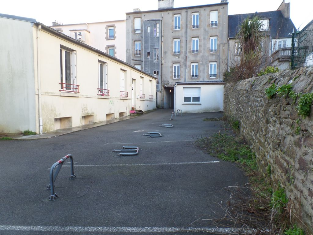 LOCATION  BREST SAINT MICHEL PLACE DE PARKING