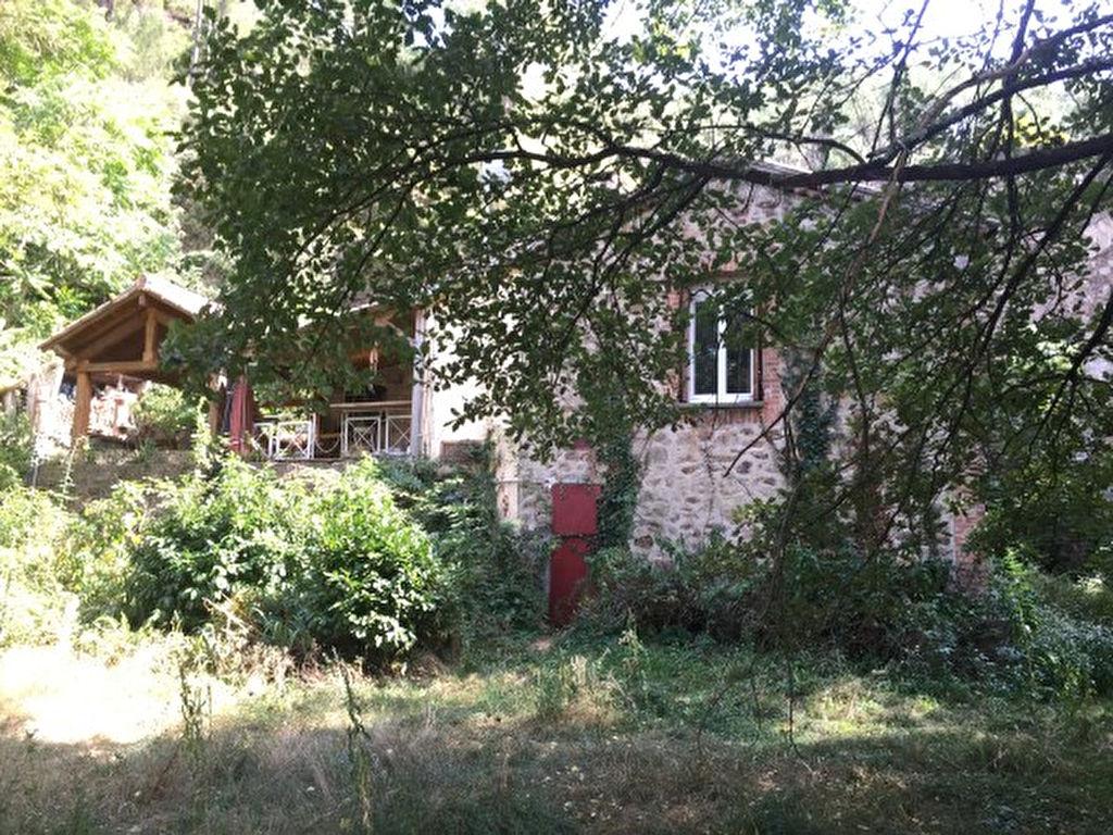 Maison avec grand terrain et rivière