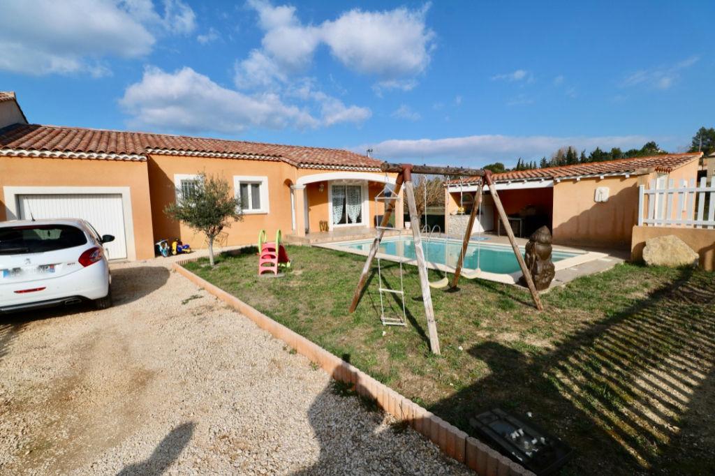 Jolie villa 4 pièces avec piscine et jardin