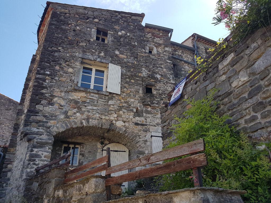 Maison en pierres avec terrasse sur les hauteurs