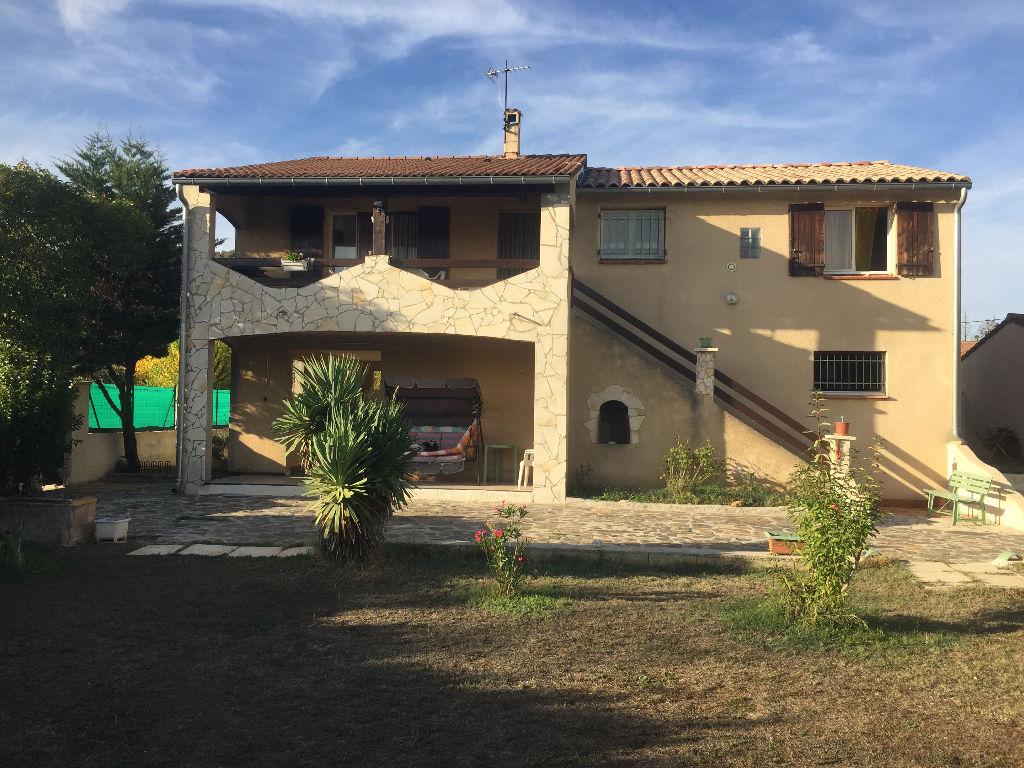 Maison avec beau terrain plat
