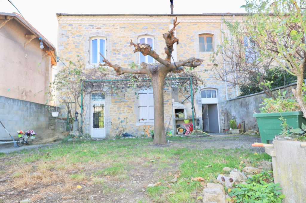 MAISON DE VILLE D'ENVIRON 165 M2 AVEC JARDIN