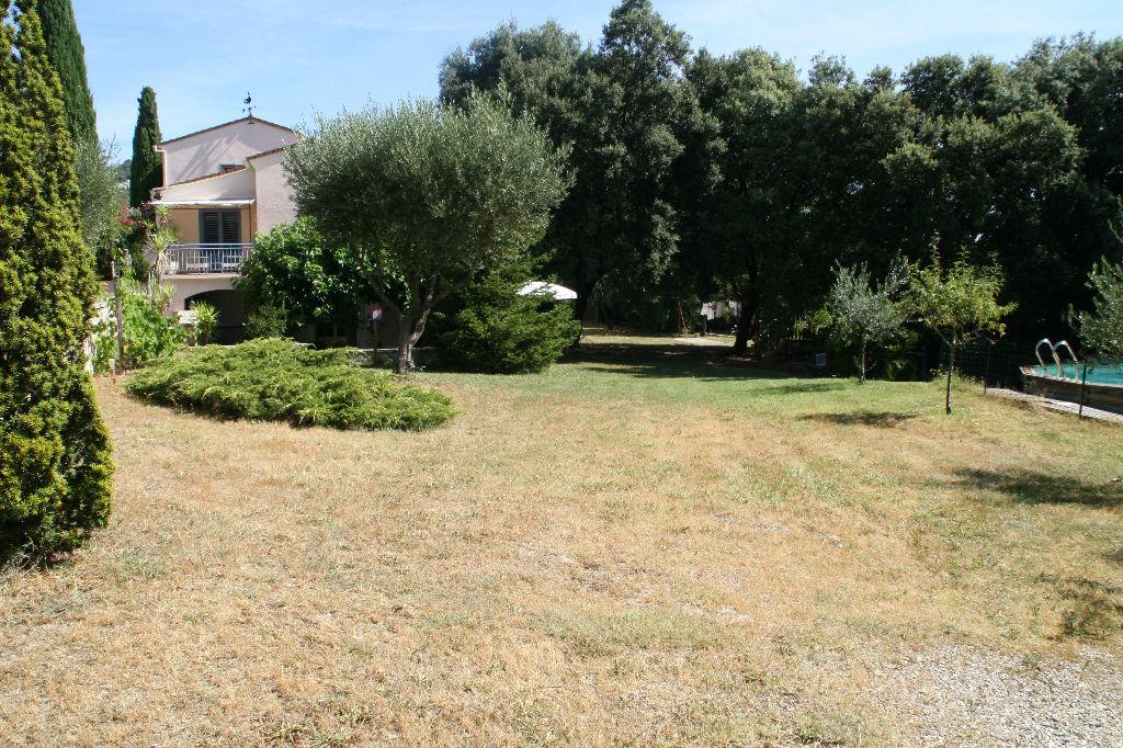Grande maison sur 2100 m² de terrain