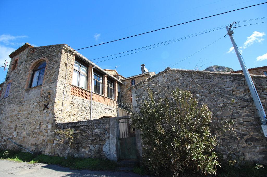 Grande maison en pierres