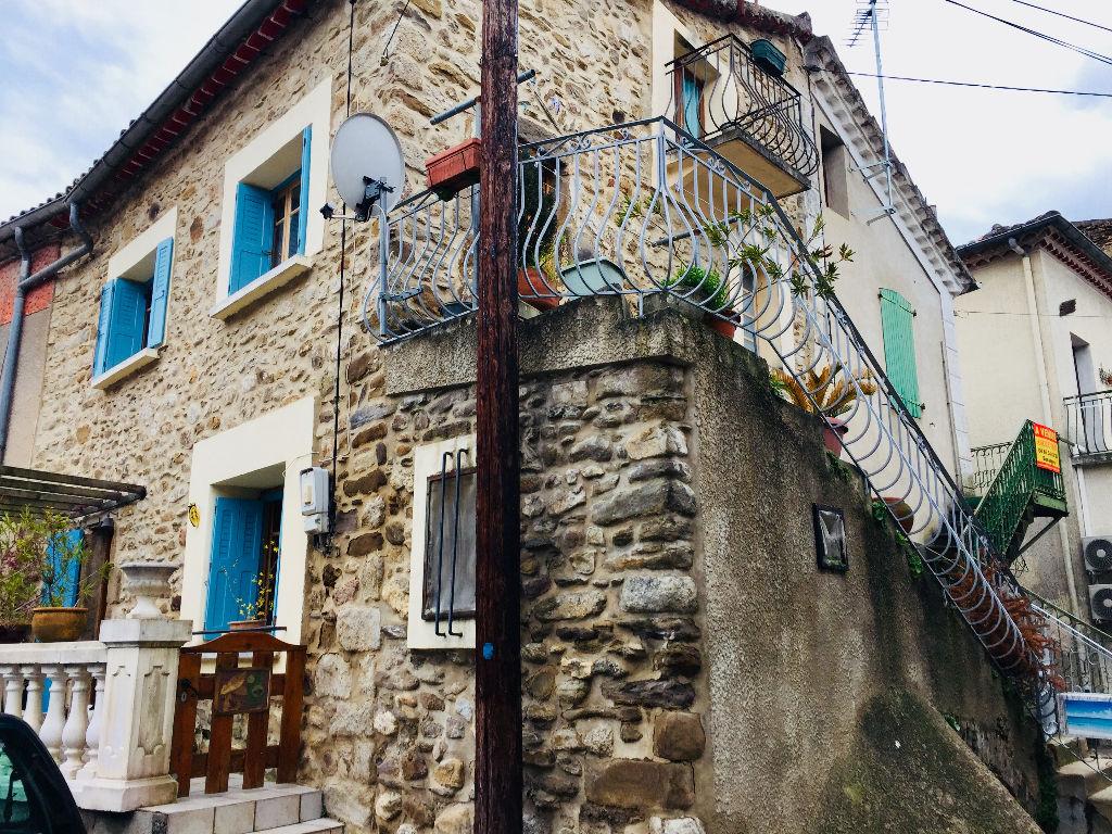 Maison en pierre avec terrasse