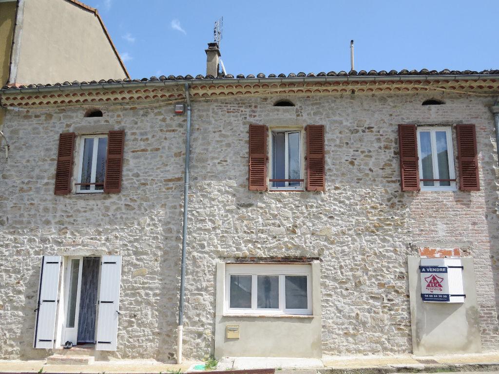 Maison en pierres avec terrasse