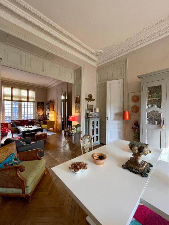 BORDEAUX PROCHE TOURNY MAGNIFIQUE HOTEL PARTICULIER    JARDIN GARAGE