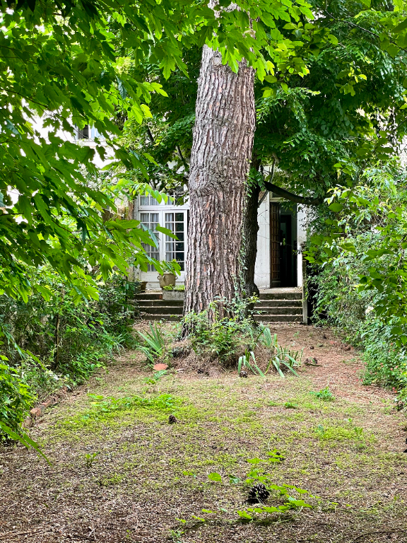 BORDEAUX NANSOUTY  TRES BELLE MAISON FAMILIALE AVEC GRAND JARDIN A RENOVER