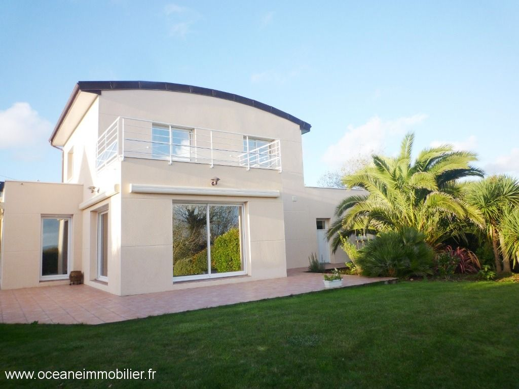 FOR SALE PLOUGASTEL DAOULAS CONTEMPORARY T6 of 150 m ² - GROUND 2200m ²