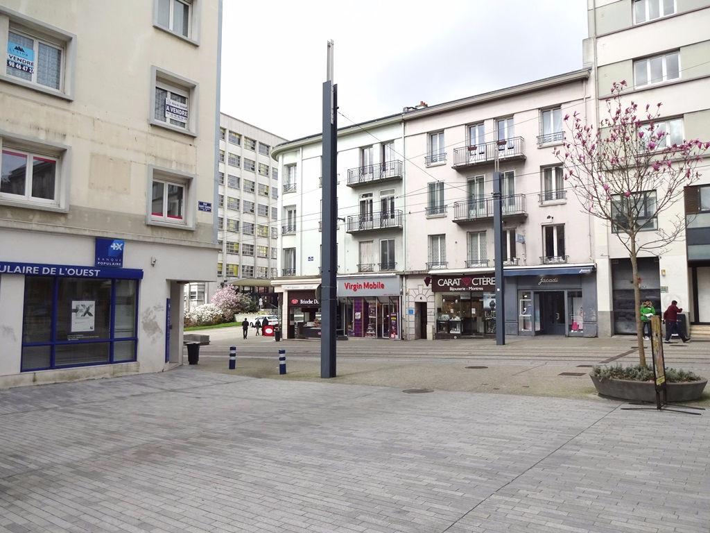A VENDRE BREST CENTRE LIBERTE APPARTEMENT T5 de 93.20 m² Habitables. Possibilité d'achat d'un garage en sus.
